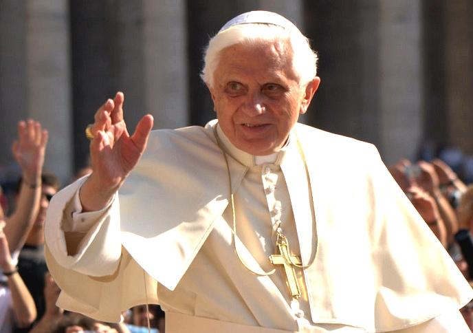 The Pope doing Pope stuff. (Photo: Sergey Gabdurakhmanov)